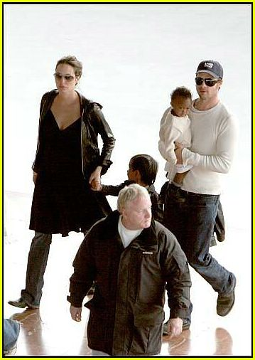 brad angelina airport17