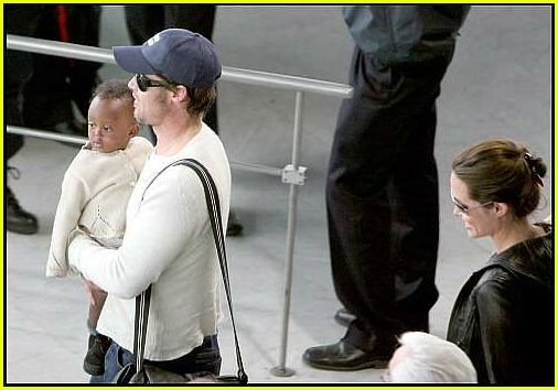 brad angelina airport49