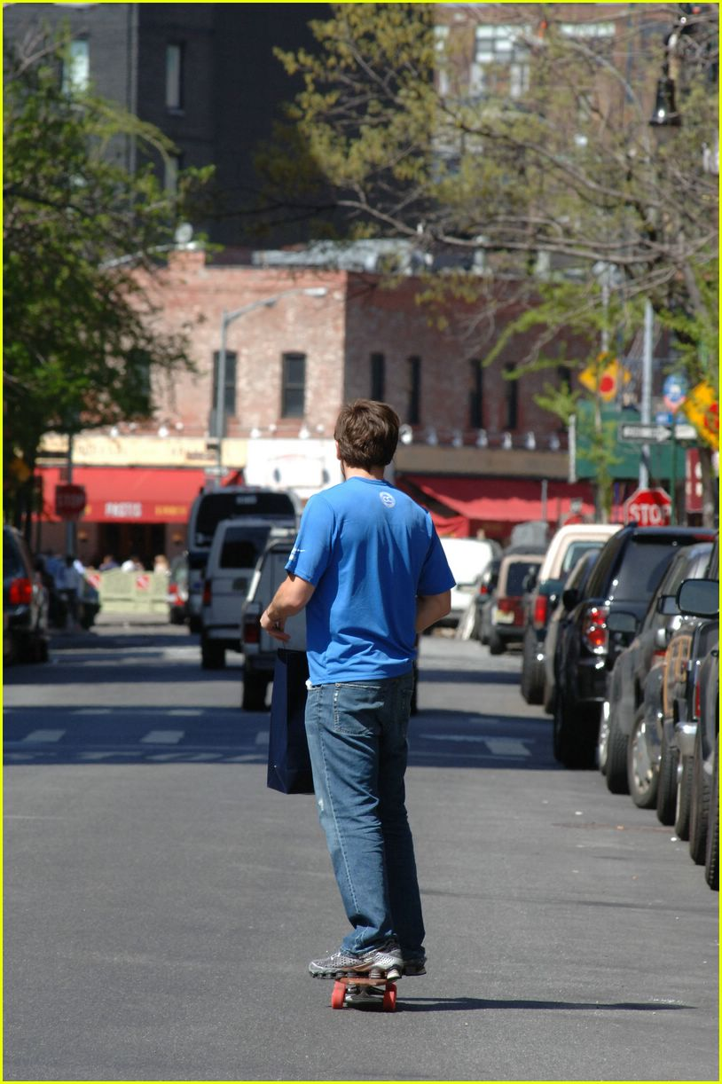 jake gyllenhaal skateboarding02