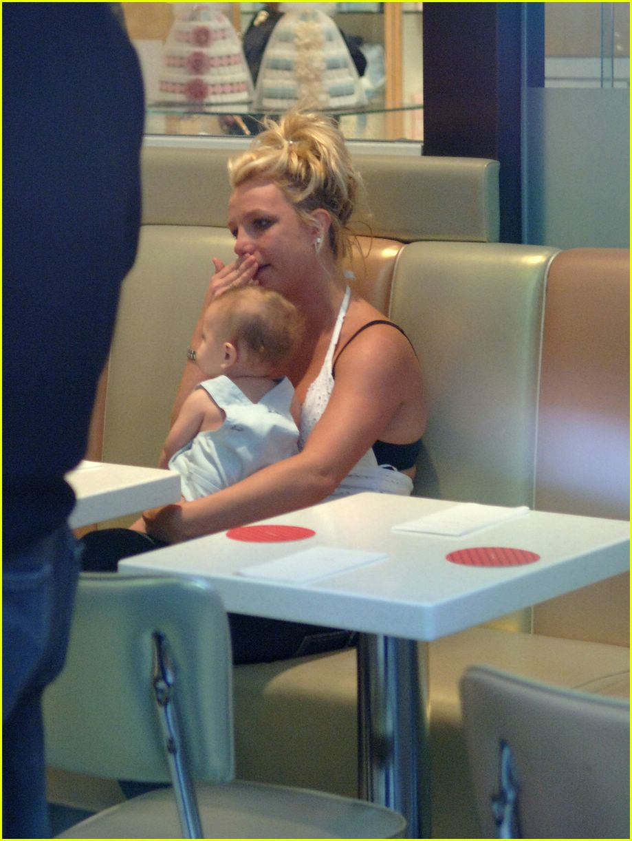 britney spears crying08