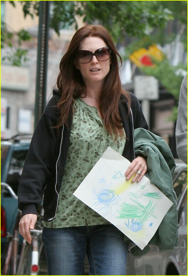 julianne moore daughter liv helen01