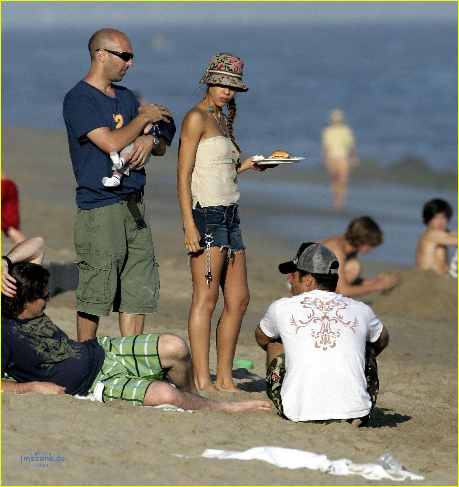 Jessica alba is a good luck chuck photo 393781 jessica for Jessica alba beach pictures