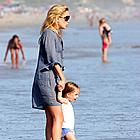 kate hudson beach 01