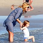 kate hudson beach 04