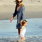 kate hudson beach 05