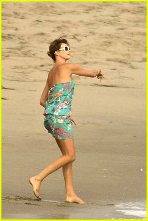 Charlize Theron: Beach Pictures: Photo 256021 | Charlize ...