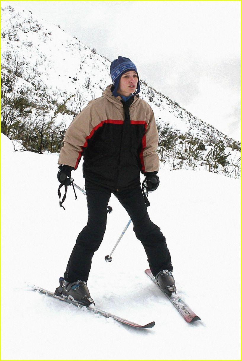natalie portman skiing 05274491