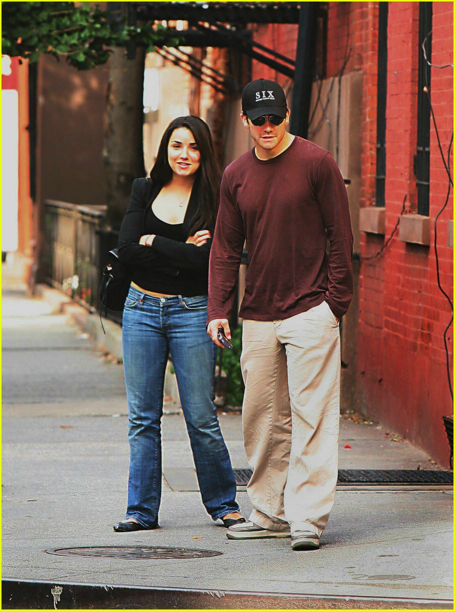 Full Sized Photo of jake gyllenhaal greta caruso 02 ... Jake Gyllenhaal's