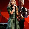 carrie-underwood-grammys-15.jpg