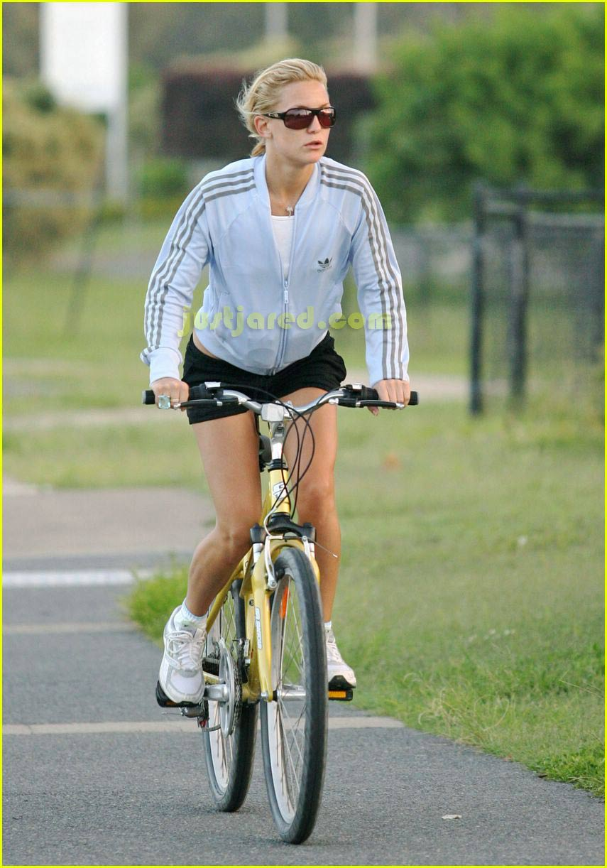 kate hudson owen wilson bike riding 05