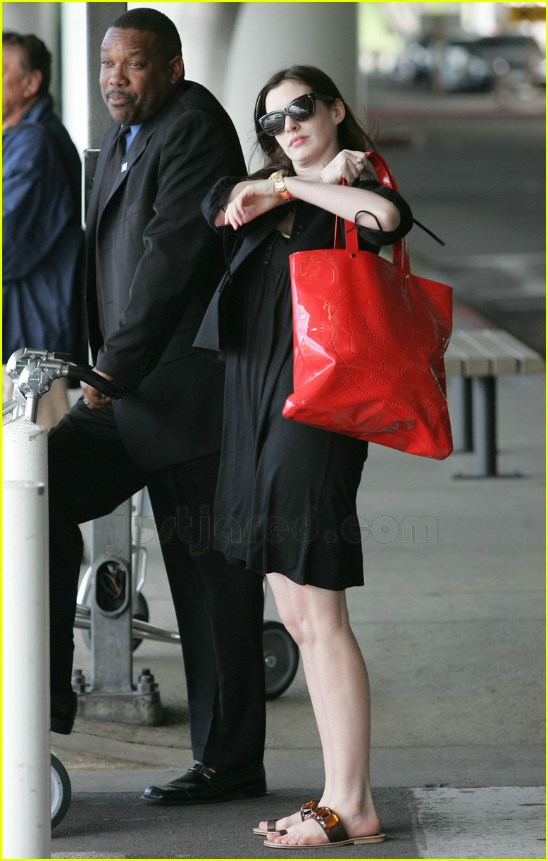 Full Sized Photo of anne hathaway sandals 03 | Photo 2414128 | Just ... Shakira