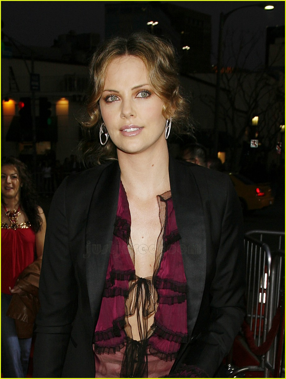 Full Sized Photo of charlize theron skinny jeans 14 | Photo 2413931 | Just Jared