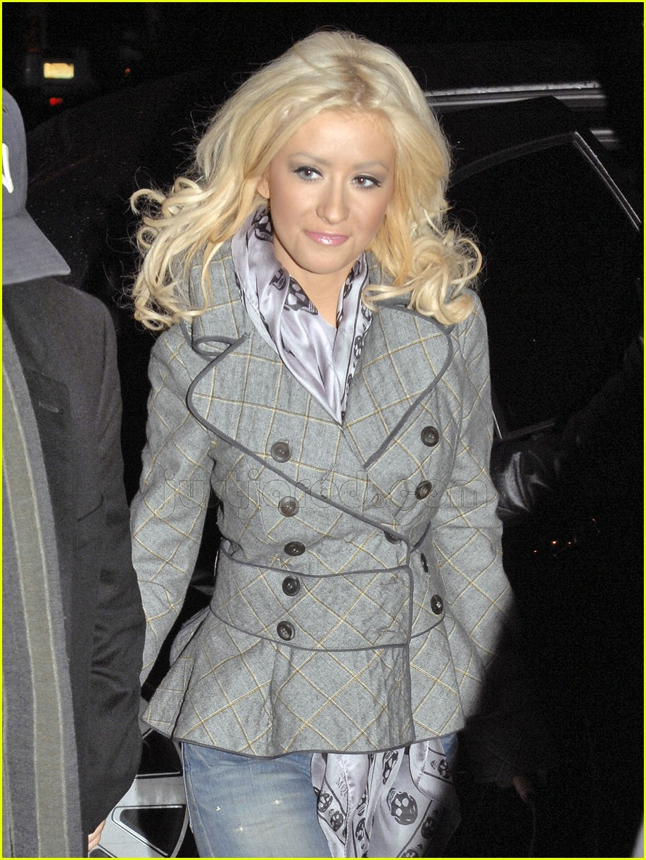 christina aguilera nyc bar 03