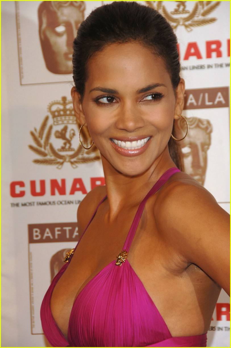 halle berry performs oral se