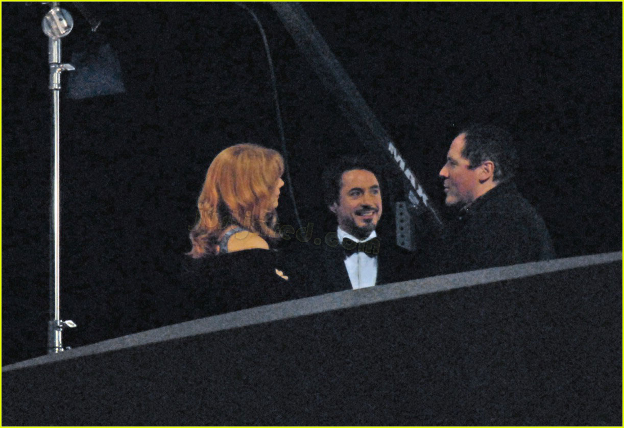 gwyneth paltrow kissing robert downey jr 03