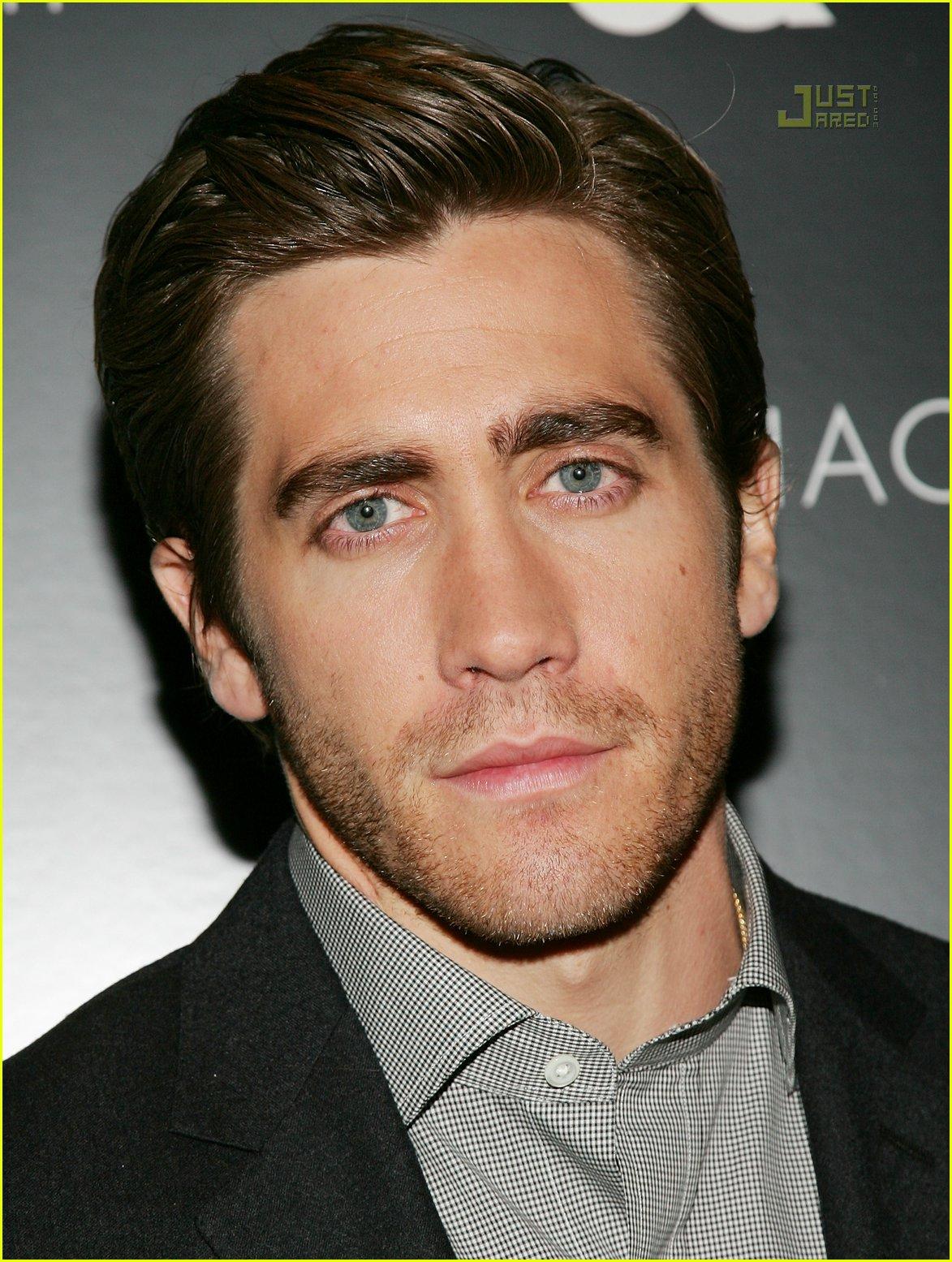 http://cdn02.cdn.justjared.com/wp-content/uploads/2007/03/jake_gyllenhaal_zodiac_premiere/jake-gyllenhaal-zodiac-premiere-13.jpg