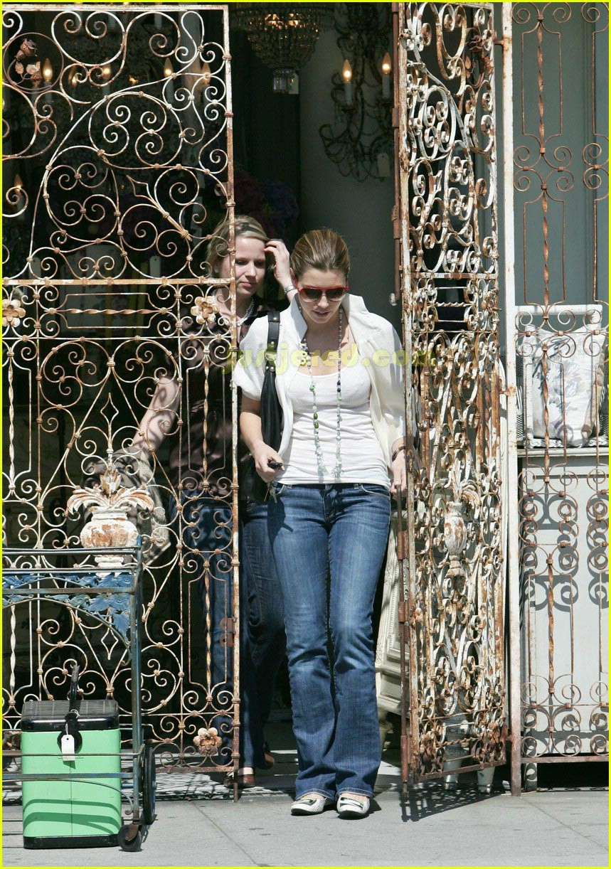 jessica biel taking pictures with camera 05
