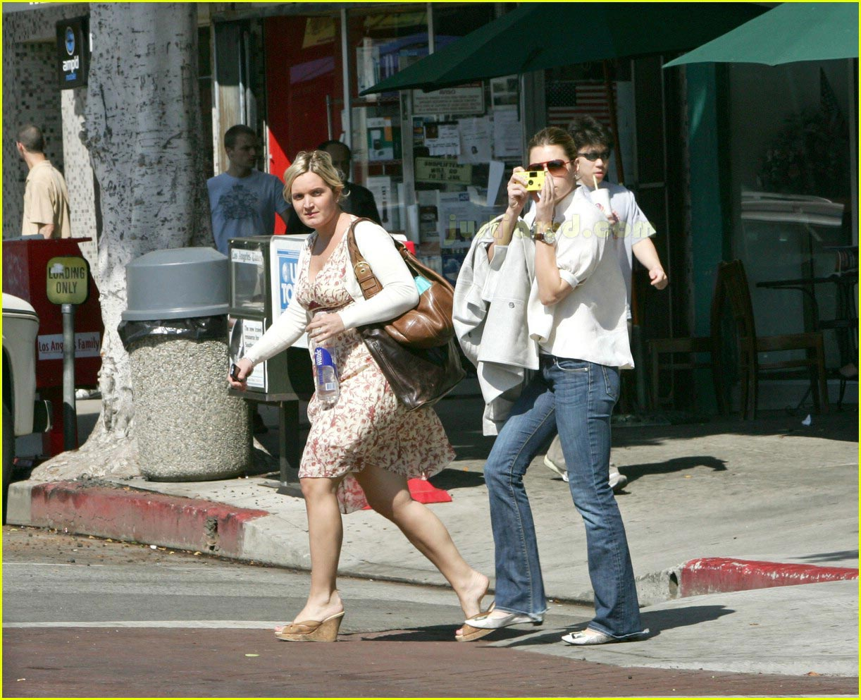 jessica biel taking pictures with camera 06