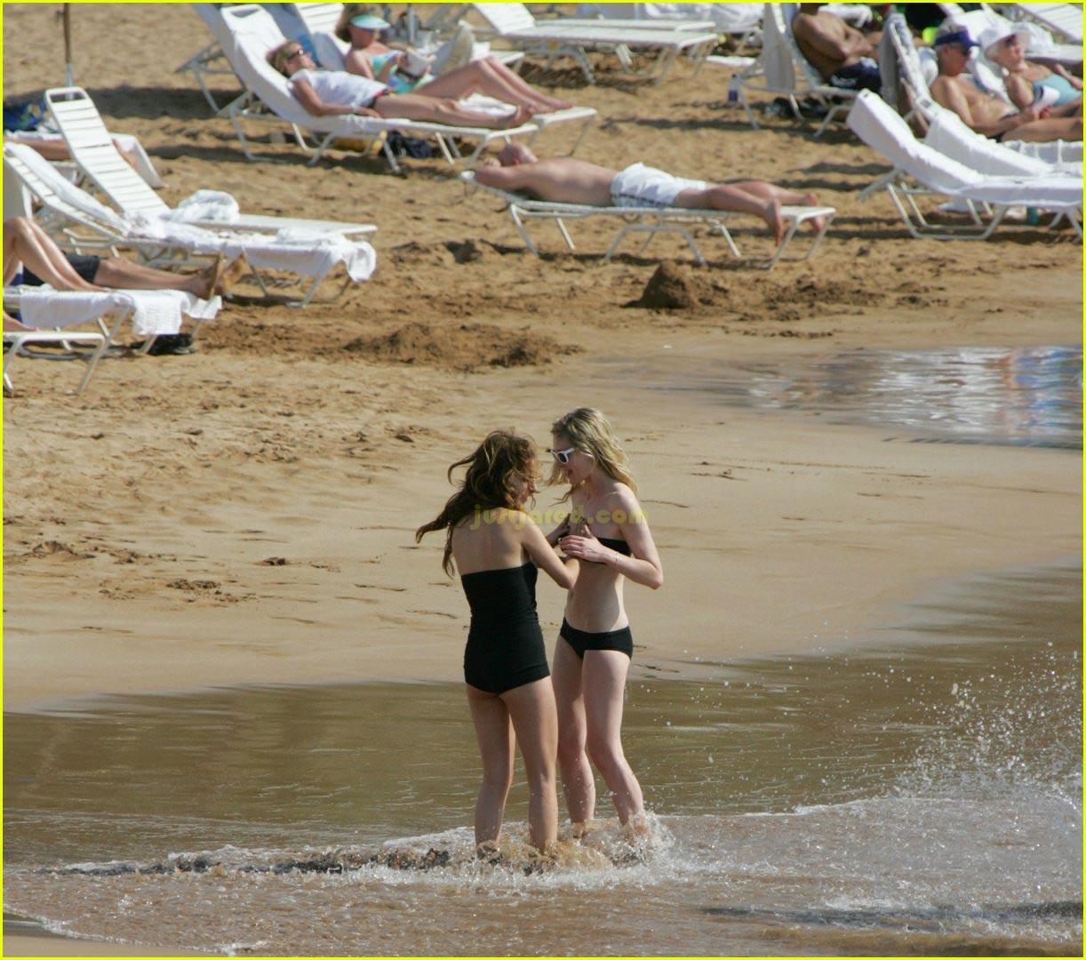 kirsten dunst bikini felt up 082416351