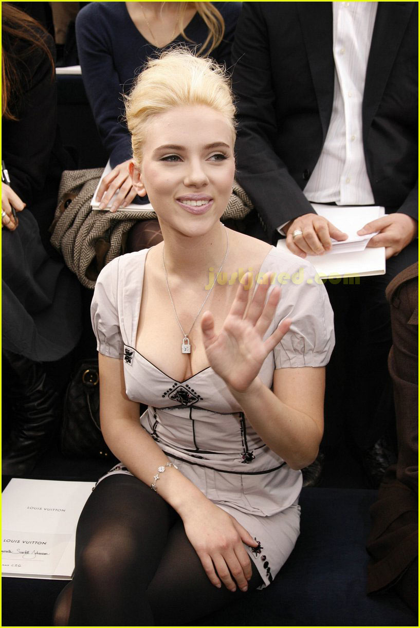 scarlett johansson paris fashion week 07