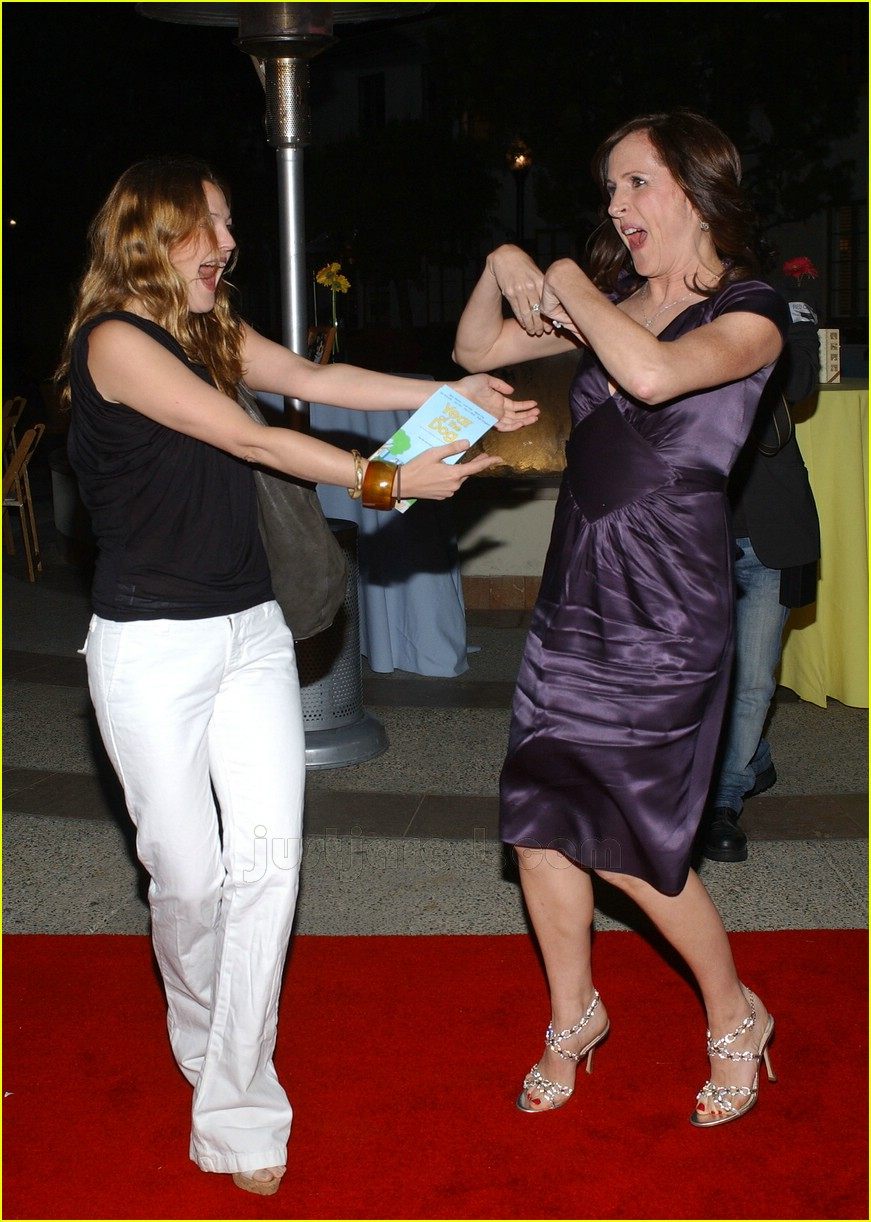 Full Sized Photo of drew barrymore molly shannon 06 ... Drew Barrymore