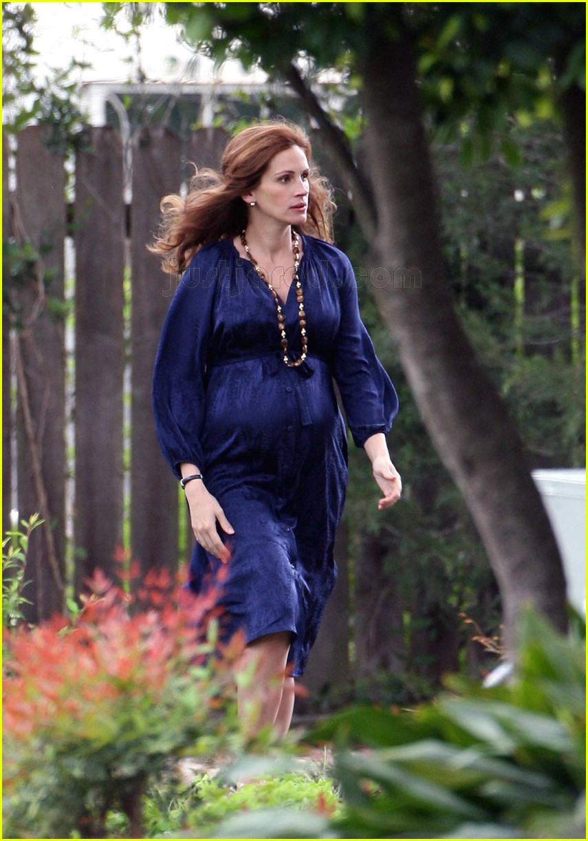 julia roberts is pregnant plays pregnant photo 98151 fireflies in the garden julia roberts
