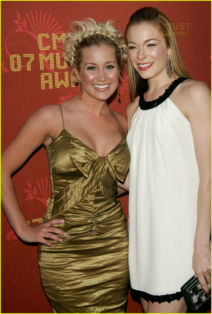 leann rimes country music awards 07