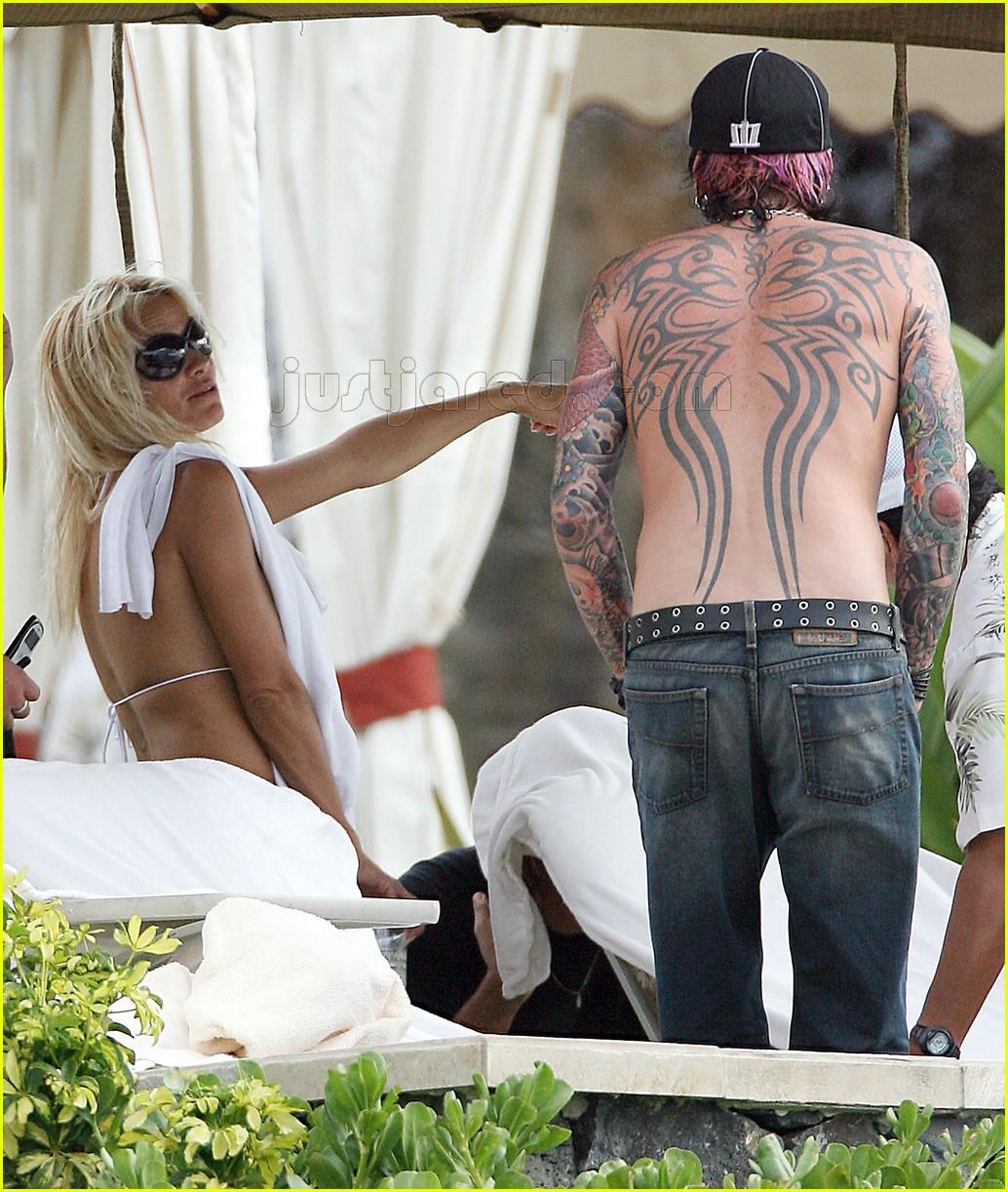 Pamela anderson tommy lee wedding bands - Pamela Anderson No Make Up Photo 106561 Bikini Pamela Anderson Shirtless Tommy Lee Pictures Just Jared