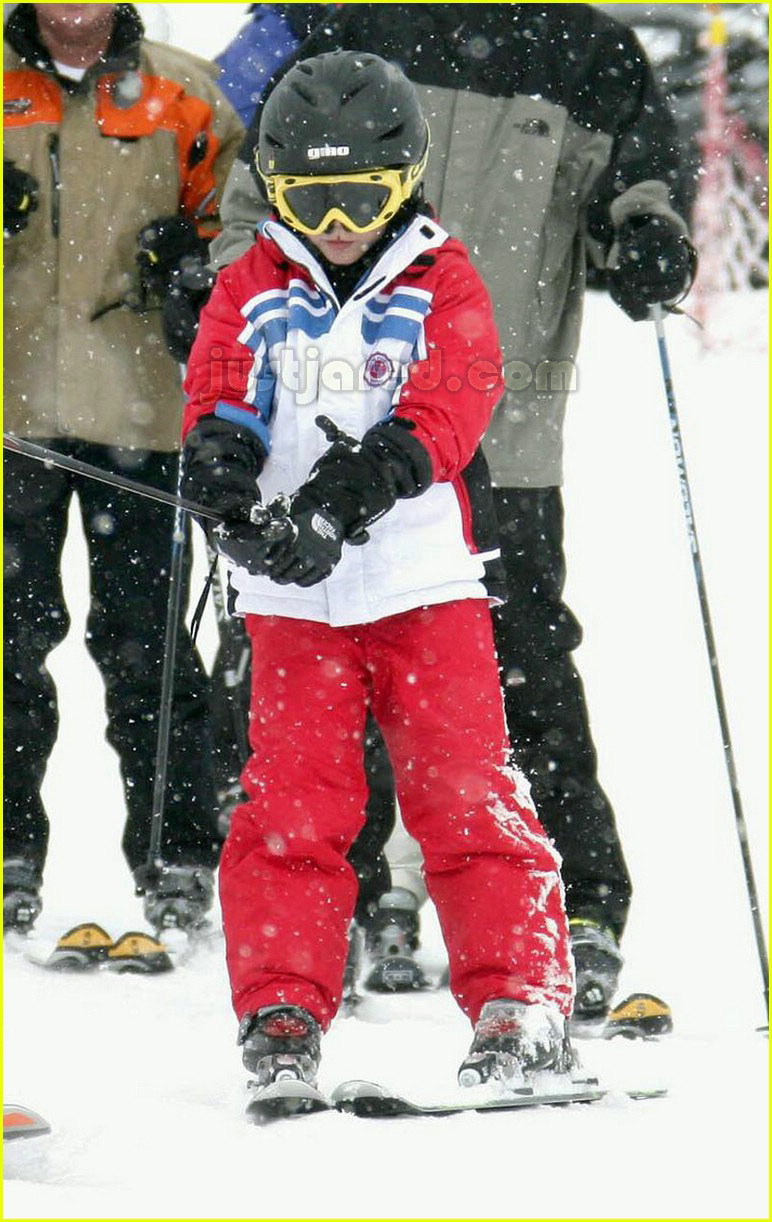 posh spice skiing 04