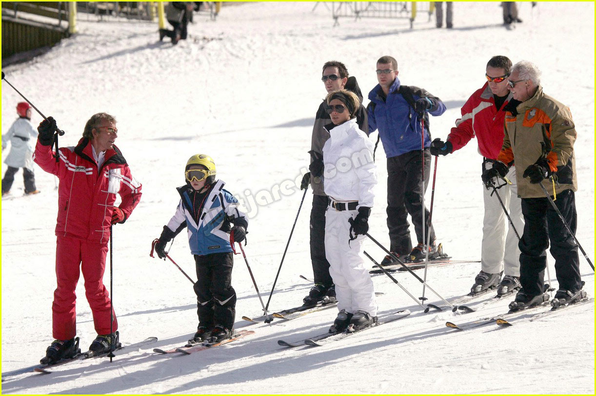 victoria beckham skiing 02