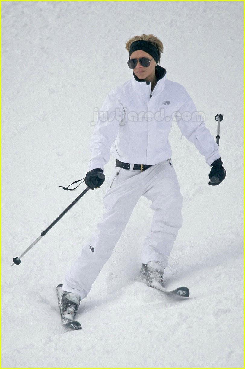 victoria beckham skiing 06