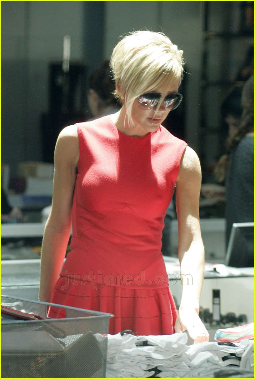victoria beckham wearing all red 08
