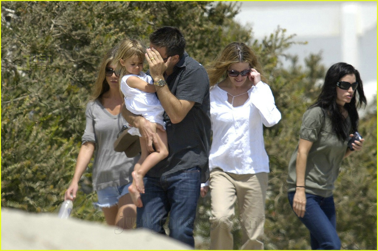 jennifer aniston memorial day 2007 02