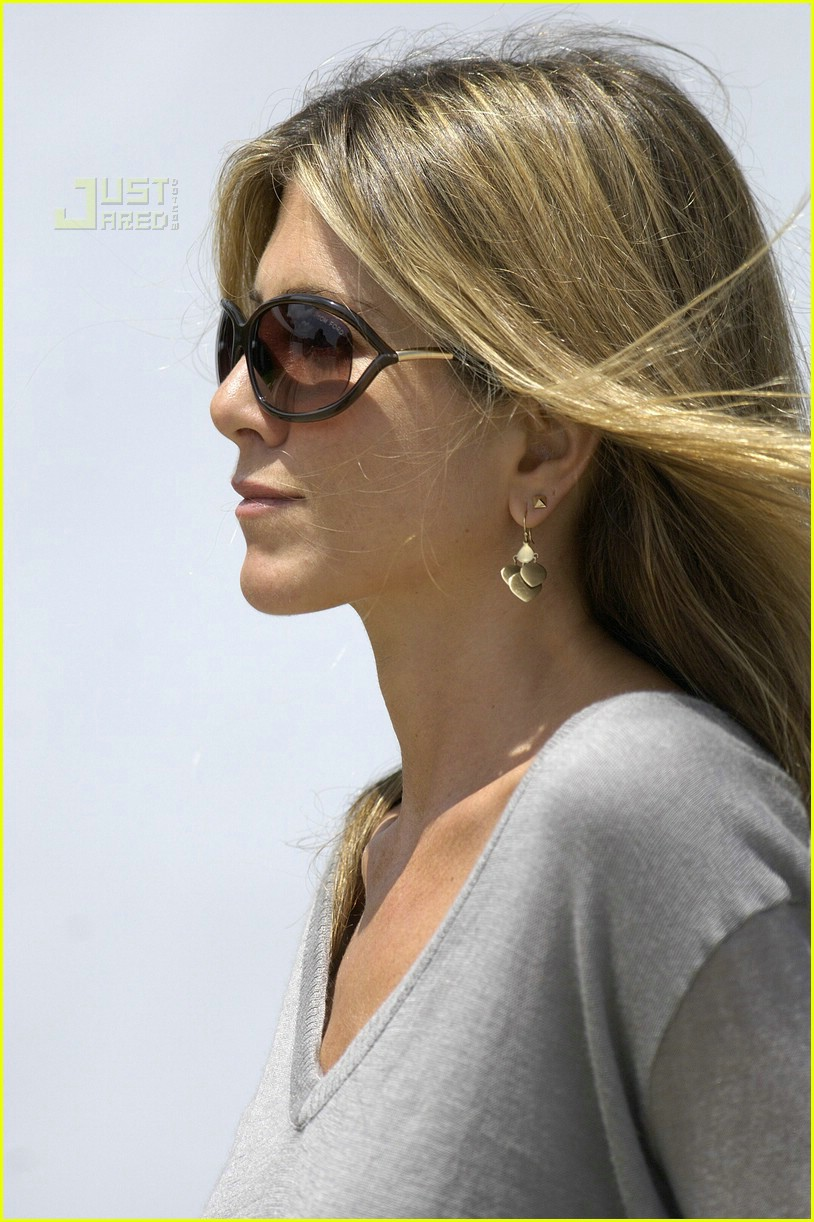 jennifer aniston memorial day 2007 17
