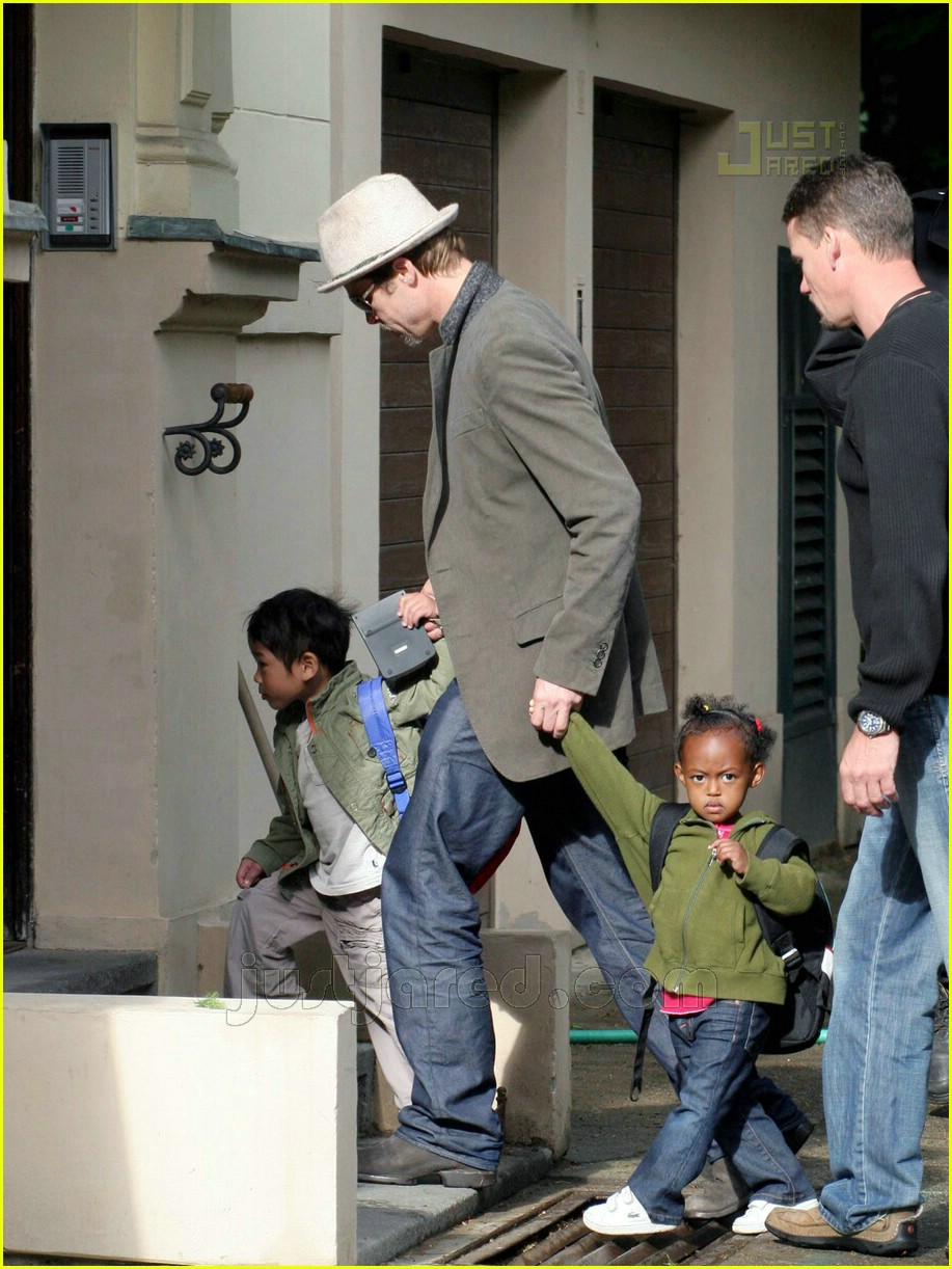 brad pitt dropping off kids 07