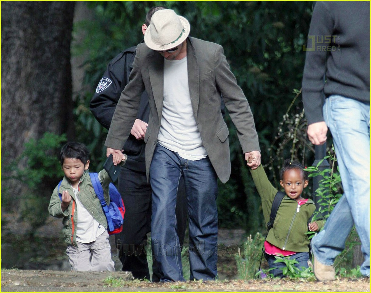 brad pitt dropping off kids 09