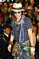 johnny depp japan airport 01