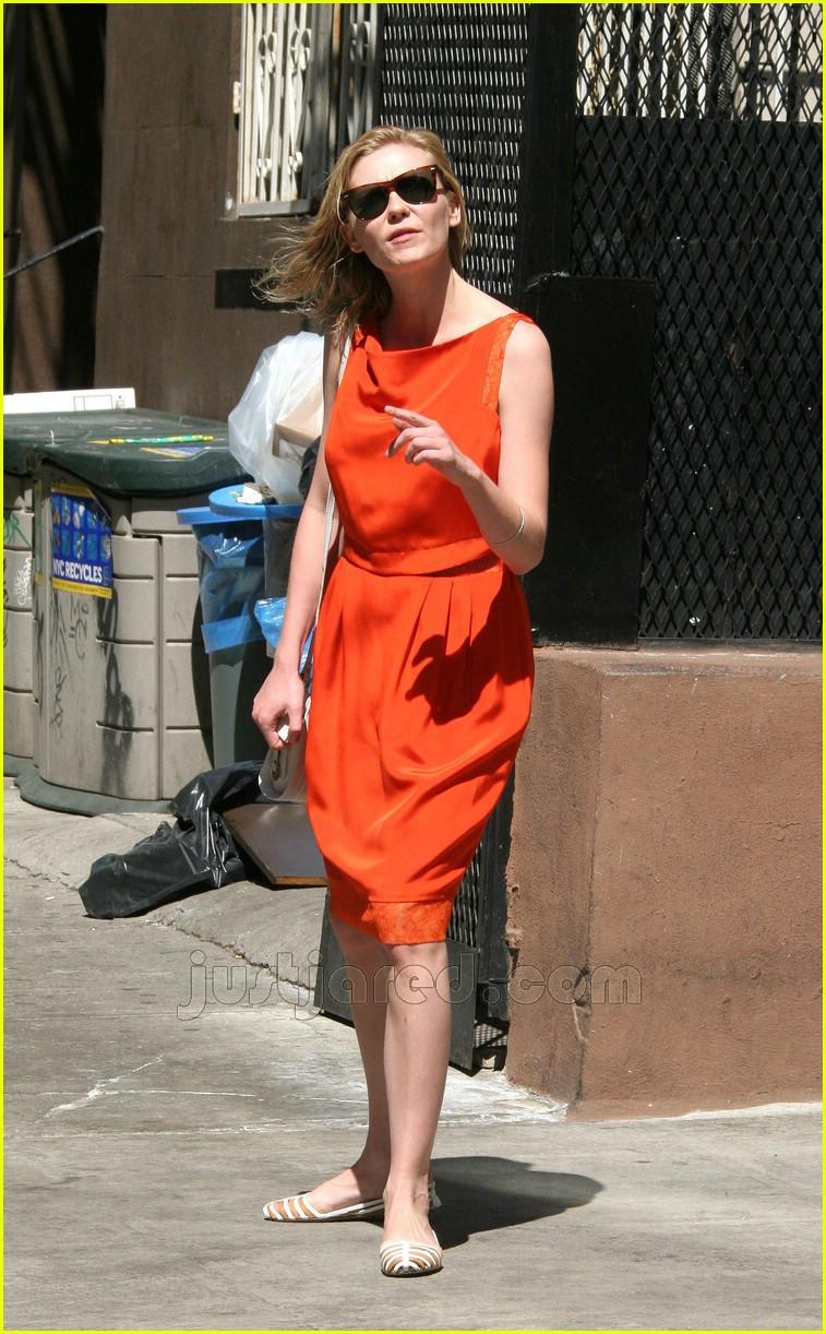 kirsten dunst orange dress 02