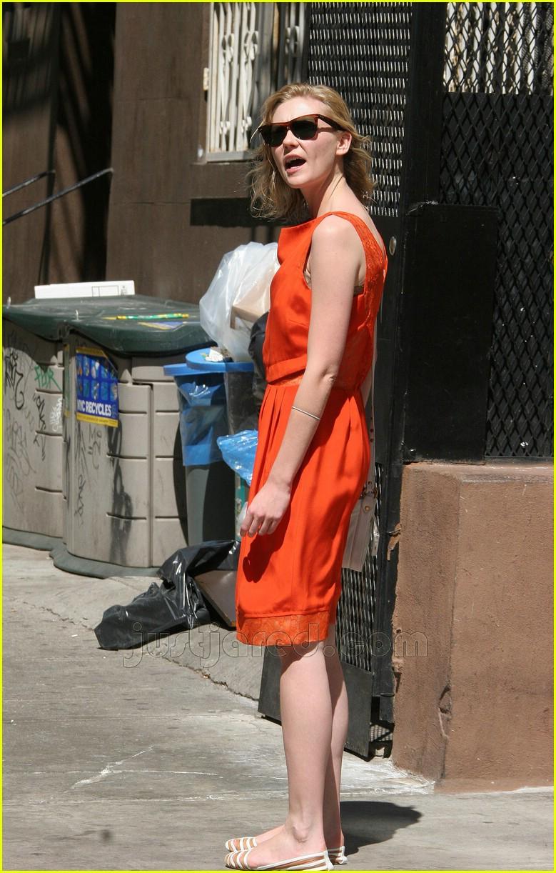 kirsten dunst orange dress 04
