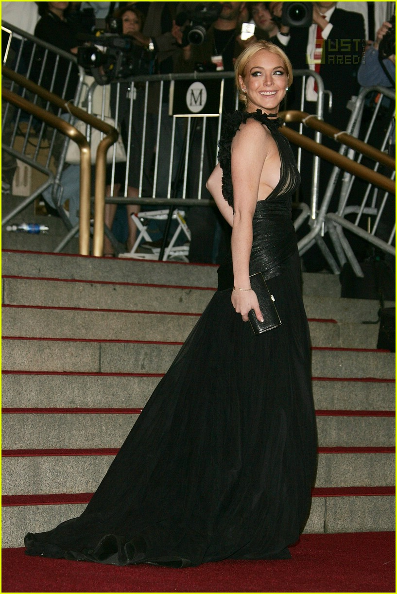 lindsay lohan costume institute 2007 09