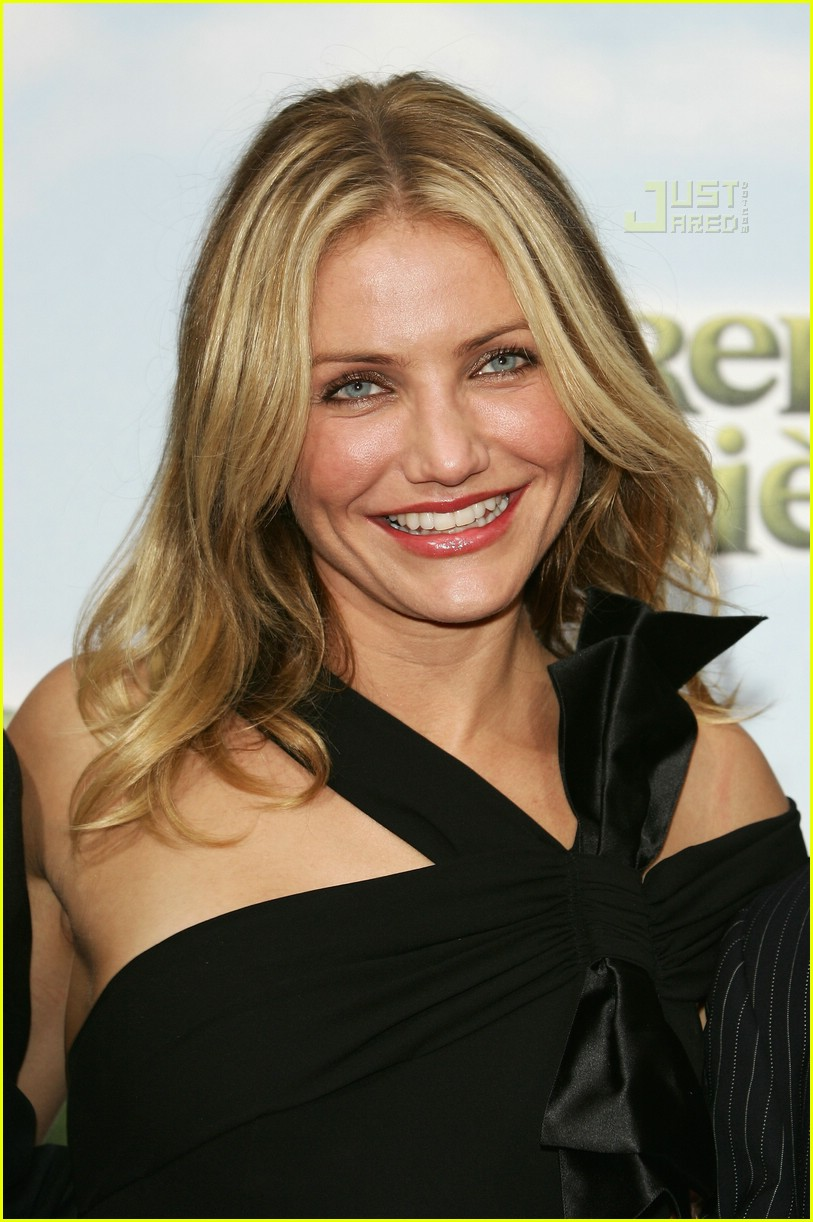 Full Sized Photo of cameron diaz chanel dress 13 | Photo ...