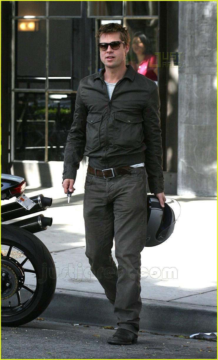Pics photos brad pitt on motorcycle - Brad Pitt S Motorcycle Madness