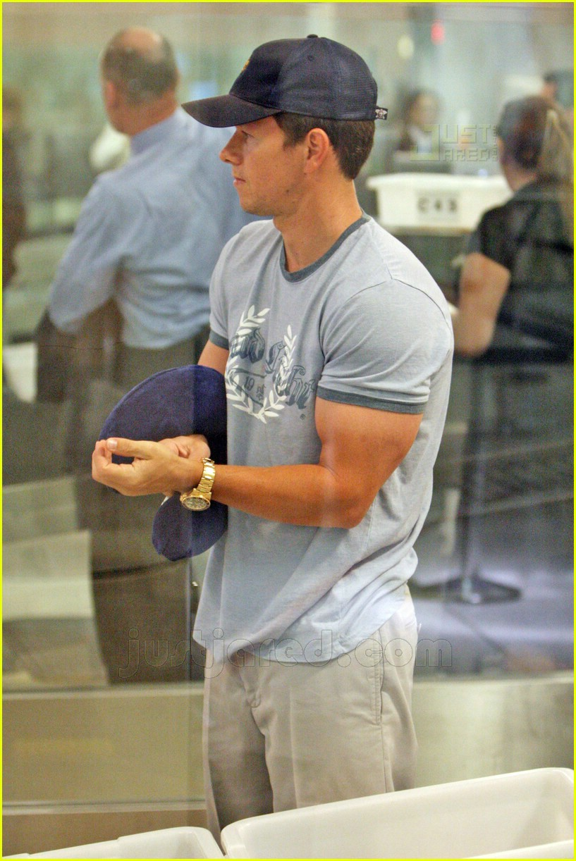 mark wahlberg massive arms 03
