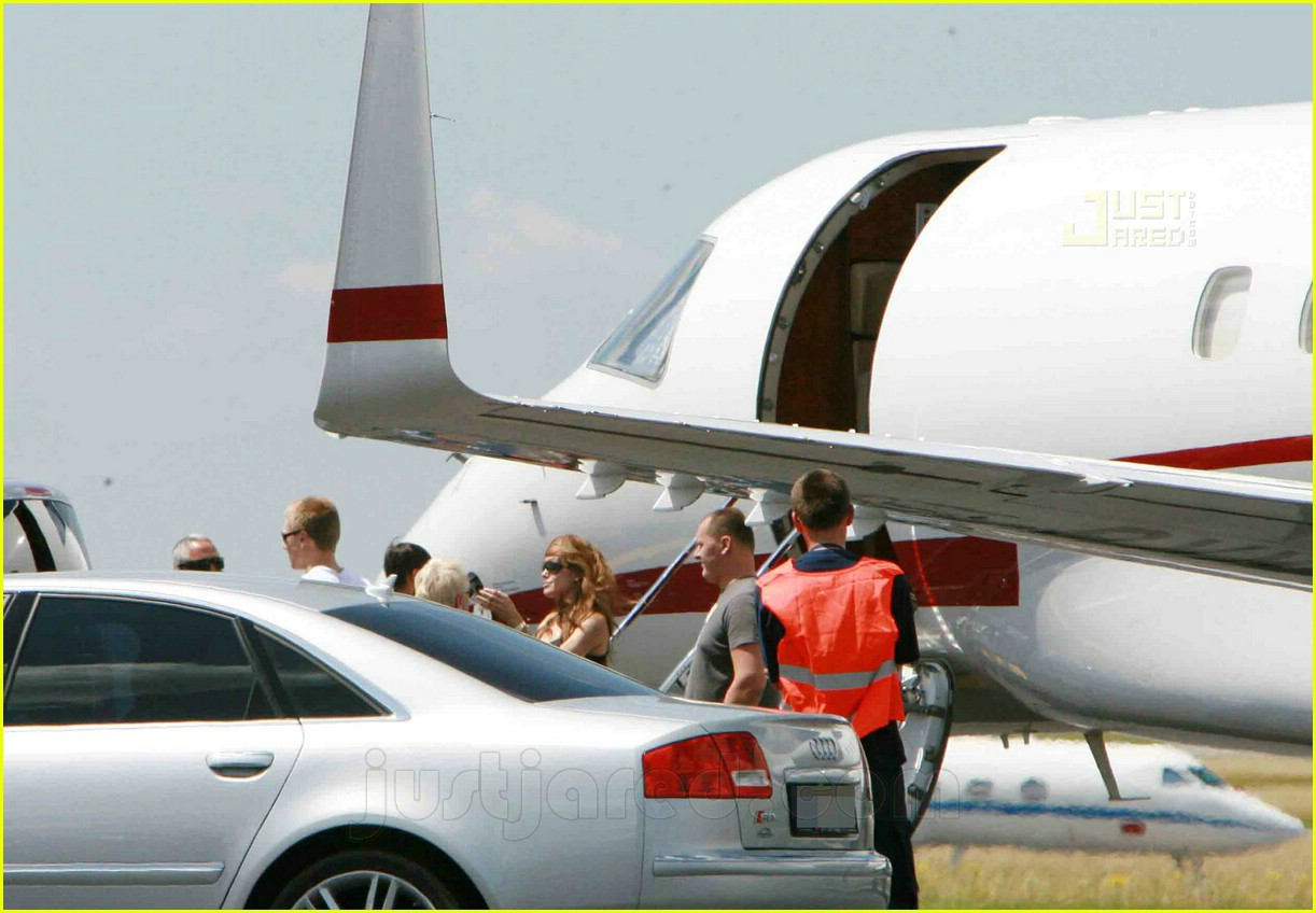 jolie pitts private jet 08