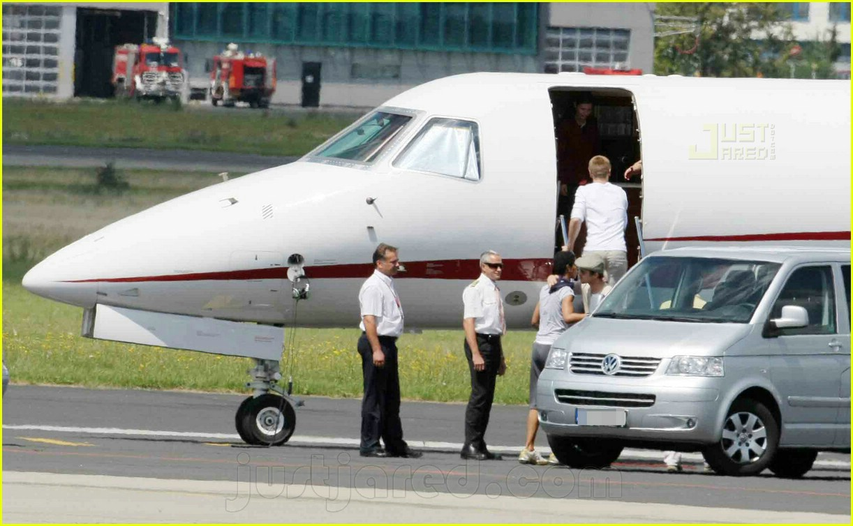 jolie pitts private jet 11