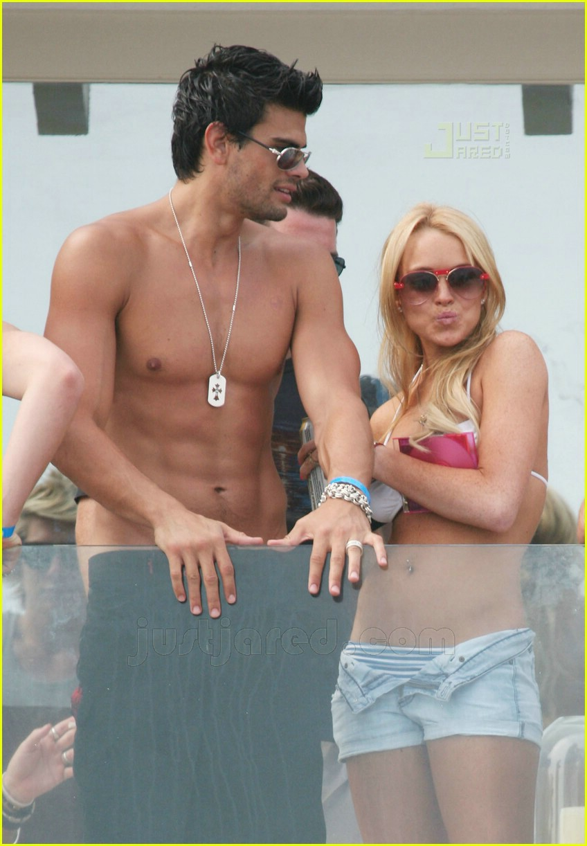 lindsay lohan fourth of july hunk 05