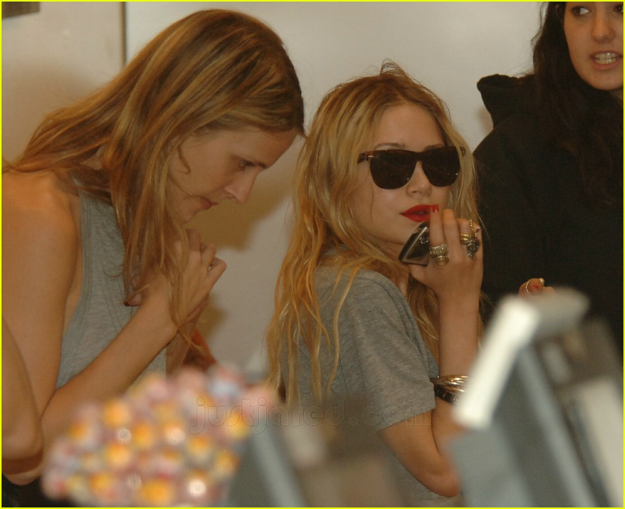 mary kate olsen thong slip 05