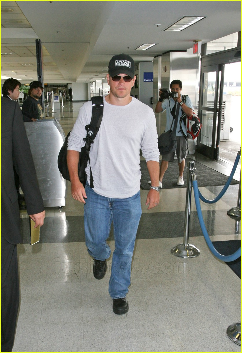 matt damon lax airport 10