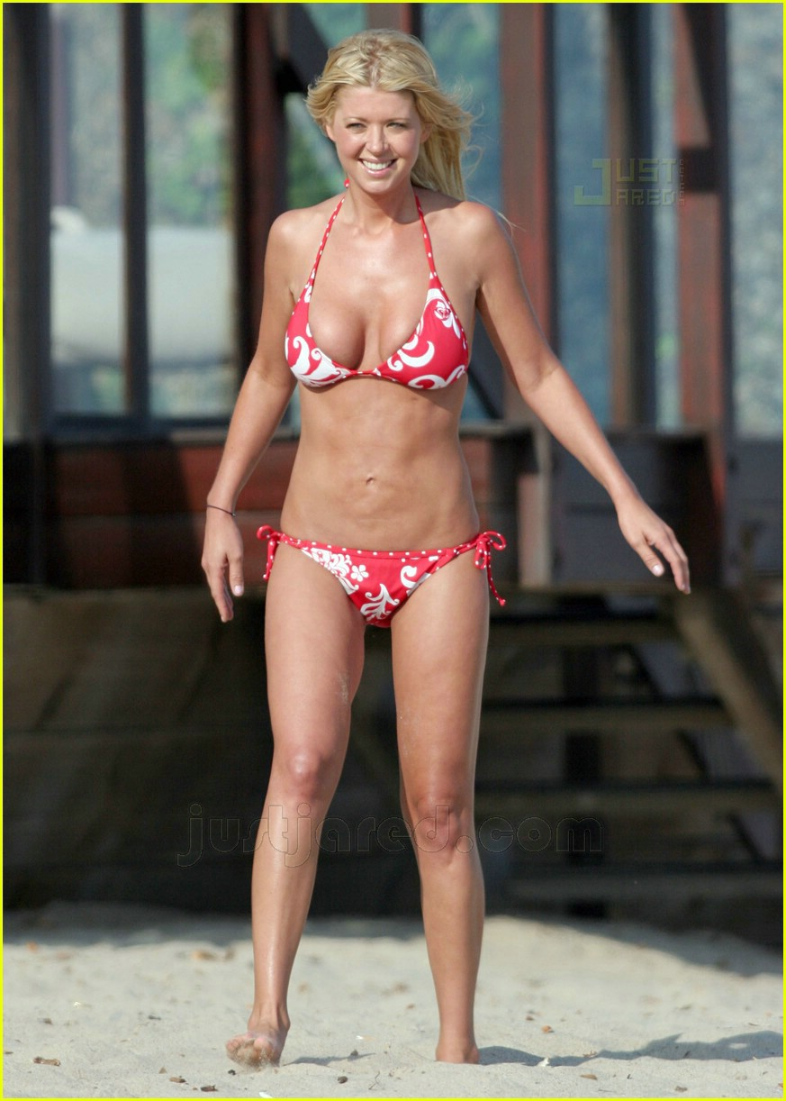 tara reid saggy stomach 05