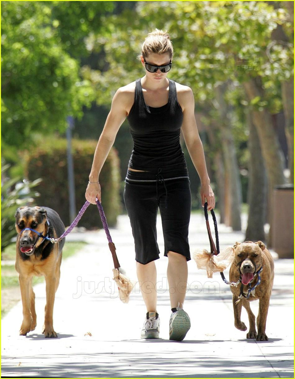 10 jessica biel walking dogs